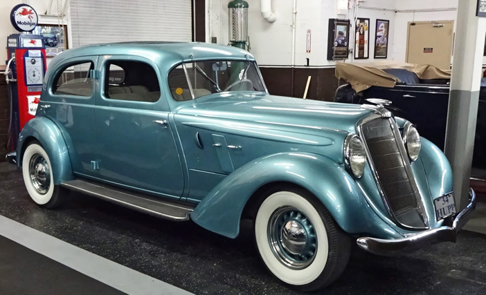 1934 Hupmobile 427 T Eight Sedan