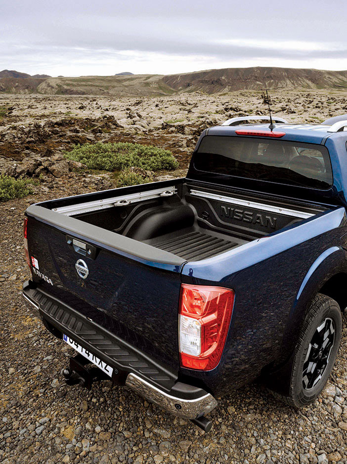 Nissan Navara Double Cab Blue Iceland Rear view Load area