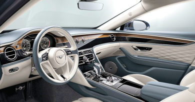 Bentley Flying Spur: алмазные строчки, шитые золотыми….